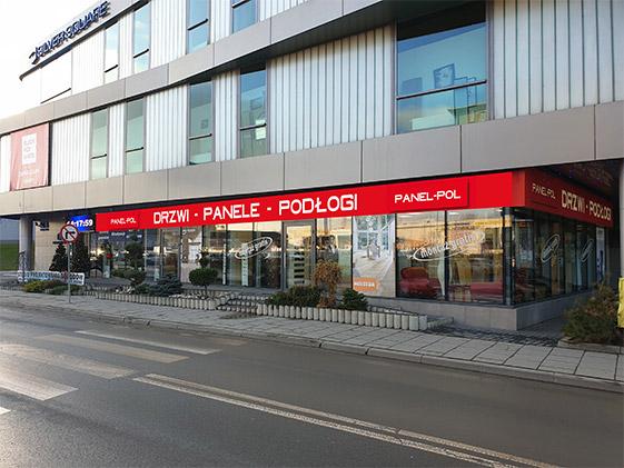 alon z drzwiami, panelami, podłogami drewnianymi oraz sztukaterią w Krakowie.
